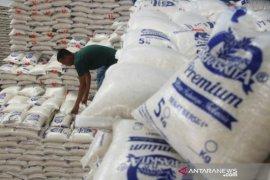 Bulog awasi harga jual beras di wilayah barat Aceh