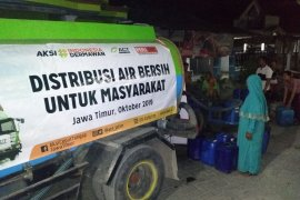 ACT Jatim menyalurkan bantuan air bersih di musim kemarau