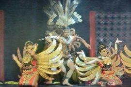 Tarian etnik Dayak pukau peserta IPOC 2019 di Bali