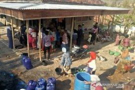 Hujan mulai guyur Pamekasan, BPBD tetap distribusikan bantuan air bersih