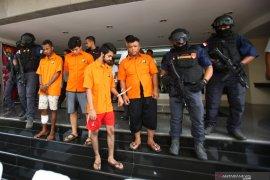Polisi bekuk pembunuh  bayaran yang disewa pasangan selingkuh
