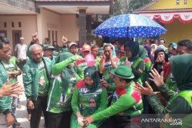 Pilkades serentak, calon Kades di Bogor lakukan mandi kembang