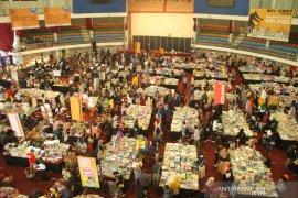 Di Balikpapan antrean pengunjung warnai pembukaan bazar buku BBW