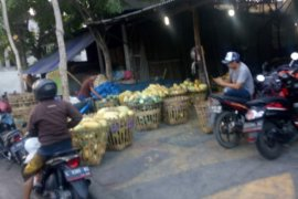 Dampak penyegelan, pedagang pasar tumpah marak di Tanjungsari Surabaya