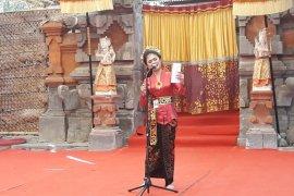 Puluhan siswa SMA ikuti lomba puisi dalam Festival Seni Bali Jani