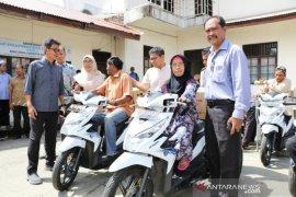 Disabilitas di Aceh Barat terima bantuan guna tingkatkan ekonomi