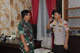 Kapolri Idham Aziz sambangi Hadi Tjahjanto perkuat soliditas TNI-Polri