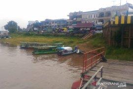 Penambang long boat Sintang akui penghasilanya berkurang