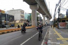 Waduh, rombongan pesepeda diseruduk mobil di Jalan Sudirman