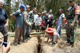 BPBD Garut akan koordinasi tim geologi untuk periksa retakan tanah