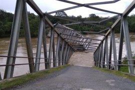 Pemkab Aceh selidiki penyebab ambruknya jembatan rangka baja