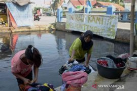 Dinas LH Bekasi segera sisir sungai Cilemahabang yang tercemar limbah