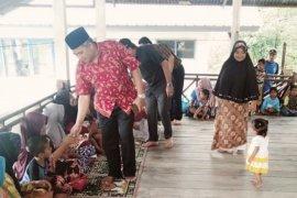 Bupati Aceh Barat beri semangat kepada korban banjir