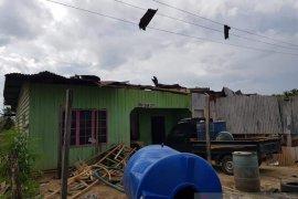Pulau Sebatik dilanda puting beliung, sejumlah rumah rusak
