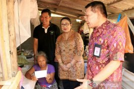 Dinas Sosial Bali pindahkan pasangan lansia dari gubuk ke panti wreda