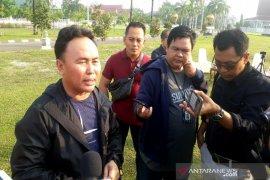 Gubernur Kalteng akui melempar botol di stadion terkait wasit
