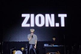 """Zion emosional nyanyikan lagu saat """"encore"""""""