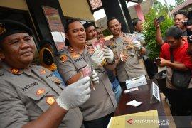 Judi pilkades di Jombang, tiga orang ditangkap Satgas Antijudi