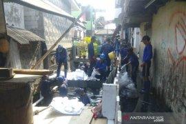 Antisipasi banjir warga Koja bersihkan gorong-gorong