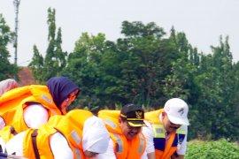 Gubernur Jatim sebut pembuangan popok ke sungai masalah serius