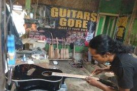 Gitar produksi pedalaman Lebak banyak dicari