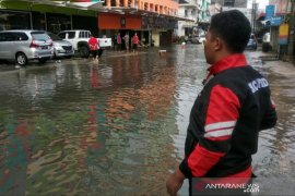 BPBD Pangkalpinang terjunkan 90 anggota pantau titik banjir