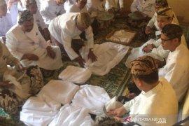 Ritual cuci piring peninggalan Wali Songo di keraton Kasepuhan Cirebon