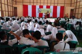 Tak mau kalah pelajar di Selimbau ingin jadi TNI dan Polri