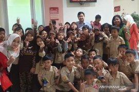 RS PMI Bogor bagi-bagi ratusan kacamata gratis kepada pelajar SD