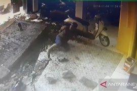 Petaka petugas sedot tinja, tewas akibat ledakan septic tank