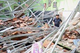 Insiden sekolah ambruk, polisi sebut karena lalai dan korupsi