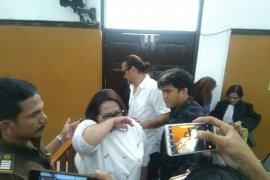Terkait kasus narkoba, Nunung dan suami jalani sidang tuntutan