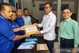Pasangan Abdul Rahman-Rosman Efendi mendaftar ke PAN Solok Selatan