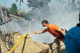 Kebakaran hanguskan dua rumah di kawasan padat di Sukabumi