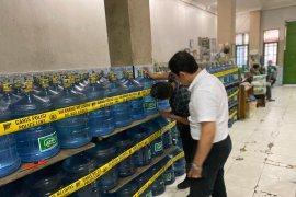 Pabrik air kemasan di Sumbar disegel, diduga gunakan air PDAM sejak 2003
