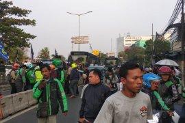 Pemotor tewas akibat kecelakaan libatkan Transjakarta  di Manggarai