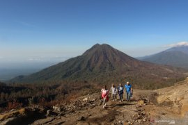 Pendakian Gunung Ijen resmi dibuka