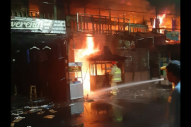 Kebakaran Jembatan Besi dugaan sementara  dari lapak tukang bakso