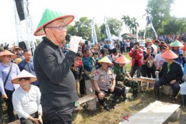 Gubernur siapkan hibah ratusan juta untuk BUMdes