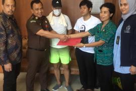 Kejati Bali serahkan dua termohon ekstradisi ke Pemerintah Korea Selatan