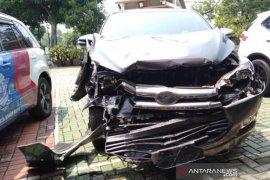 Tabrakan libatkan dua mobil dan satu sepeda motor di Jalan Binamarga Bogor
