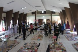 Sekda Paser Imbau Masyarakat Ramaikan Bazar Buku