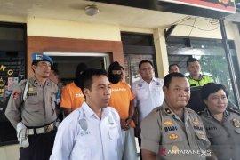 Polisi Bandung tangkap pencuri mobil dengan modus sewa taksi online