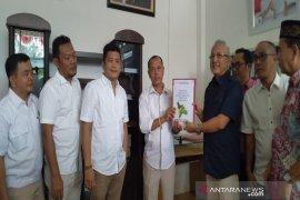 Sofwat Nasution kembalikan formulir pendaftaran ke Gerindra Madina