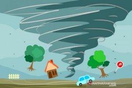 BPBD Mojokerto bantu korban angin kencang