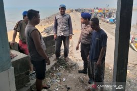Satpolair Polres Bangka Barat eratkan hubungan dengan nelayan