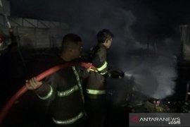 45 kios di pasar penampungan sementara di Sukabumi terbakar