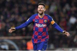 Lionel Messi samai  catatan trigol Cristiano Ronaldo di La Liga