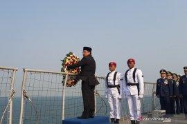 Ketua BPK pimpin tabur bunga Hari Pahlawan di KRI Banda Aceh