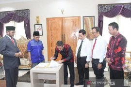 Bawaslu-Gubernur Jambi teken NPHD dana pengawasan Pilkada 2020